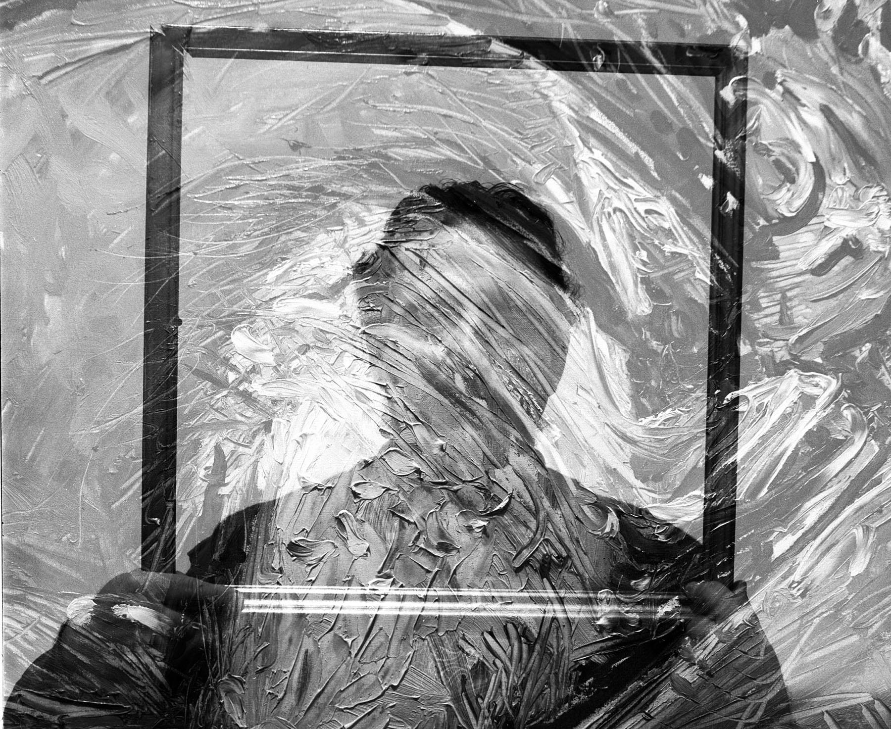 """""""Solo facendo dell'arte un paradosso apparente delle futilità del vivere corrente,si riesce a scoprire la vita di tutti i giorni,tanto dei valori assoluti dell'anima,quanto anche di quella gigantesca spiritualità che appartiene ai grandi artisti ed ai grandi iniziati della storia""""   -Gerardo Cosenza-"""